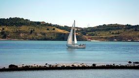 Żaglówka na Tagus rzece w Lisbon Zdjęcia Stock