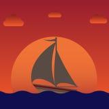 Żaglówka na wschodu słońca lub zmierzchu tle Obraz Royalty Free