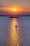 Żaglówka na zielonej zatoce Zdjęcie Royalty Free