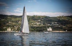 Żaglówka podczas rasy w Zatoce Trieste Fotografia Stock