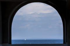 Żaglówka przy otwartym morzem Obraz Stock