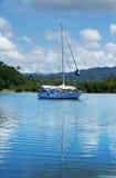 Żaglówka przy Savusavu schronieniem, Vanua Levu wyspa, Fiji Obraz Royalty Free