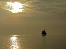 Żaglówka przy wieczór w IJssel morzu - IJsselmeer Obraz Royalty Free