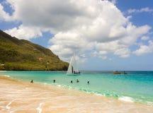 Żaglówka uczestniczy w rocznej rywalizaci w karaibskim obrazy royalty free