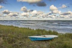 Żaglówka w Wydmowej trawie Obok Jeziornego Huron, Kanada - Obraz Royalty Free