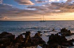 Żaglówki i hawajczyka zmierzch na wyspie Maui Zdjęcia Royalty Free