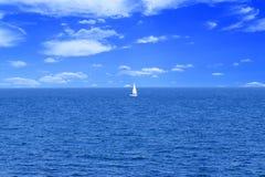 Żaglówki morza niebo Obrazy Royalty Free