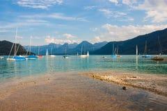 Żaglówki na wysokogórskim jeziornym Wolfgangsee, Austria Fotografia Royalty Free