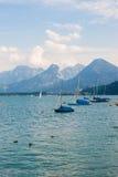 Żaglówki na wysokogórskim jeziornym Wolfgangsee, Austria Zdjęcie Stock