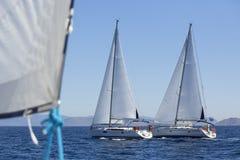 Żaglówki podczas biegowego regatta morze Obraz Royalty Free