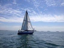 Żaglówki rasa długi plażowy jachtu klub Obraz Royalty Free