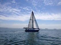 Żaglówki rasa długi plażowy jachtu klub Zdjęcie Royalty Free