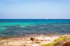 Żaglówki unosi się w morzu na horyzoncie, Av De Los angeles Purisima, Torrevi Fotografia Royalty Free
