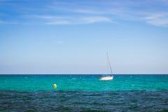 Żaglówki unosi się w morzu na horyzoncie, Av De Los Marineros, Torre Fotografia Royalty Free