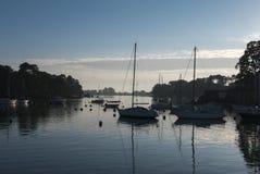 Żaglówki zakotwiczali w Morbihan zatoce, wyspa Conleau, brytyjczyk Zdjęcia Stock