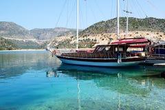 Żagla jacht w schronieniu na Tureckim kurorcie Zdjęcia Royalty Free