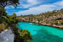 Żagla jacht w zatoce Cala Pi Mallorca Zdjęcia Stock