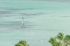 Żagli jachty w błękitnym morzu karaibskim Obraz Royalty Free
