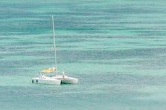 Żagli jachty w błękitnym morzu karaibskim Fotografia Stock