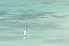 Żagli jachty w błękitnym morzu karaibskim Obraz Stock