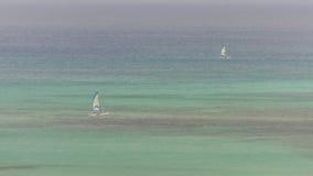 Żagli jachty w błękitnym morzu karaibskim Obrazy Stock