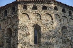 Agliate Brianza Italien: historisk kyrka, baptistery Royaltyfri Fotografi