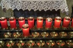 Agliate Brianza Włochy: historyczny kościół, świeczki Fotografia Stock