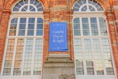 AGLIE, TURIN/ITALY-CIRCA SIERPIEŃ 2016: Szczegół fasada kasztel Aglie na Sierpień 2016 w Aglie, Fotografia Royalty Free