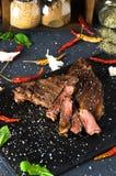 Aglio cucinato del pepe della calce della spezia della bistecca del bbq Fotografia Stock Libera da Diritti