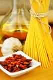 Aglio degli spaghetti, peperoncino del olio e immagini stock libere da diritti