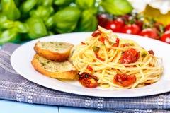 Aglio degli spaghetti, peperoncino dell'olio e Fotografia Stock