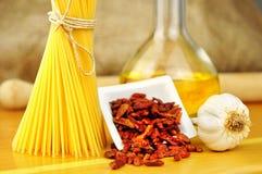 Aglio del espagueti, peperoncino de la ensaladilla e Imagen de archivo libre de regalías