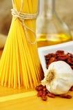 Aglio del espagueti, peperoncino de la ensaladilla e Fotografía de archivo