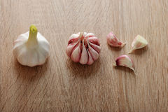 aglio interi lampadina dell'aglio e chiodi di garofano di aglio Immagini Stock
