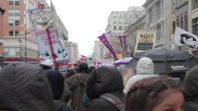 Aglomere chanting em NoDapl março com 1080p audio vídeos de arquivo