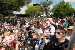 Aglomere-se para o ` Rourke Democrata Texas Campaigns de Beto O para o Senado fotos de stock royalty free