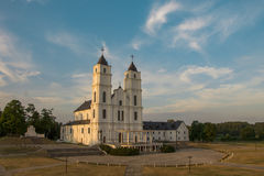 Aglona katolsk basilika i aftonsolljus Royaltyfri Fotografi