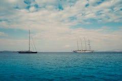Żaglowowie morzem w lecie Zdjęcie Royalty Free
