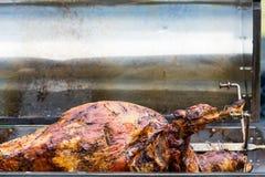 Agneau de barbecue de BBQ sur la rôtissoire de broche Images libres de droits