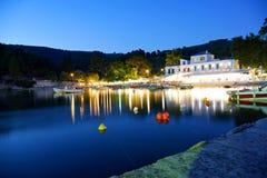 Agnontas海滩和海湾在日落,斯科派洛斯岛,希腊 免版税库存照片