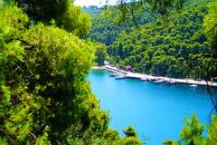 Agnontas-Bucht an einem sonnigen Tag, Griechenland stockfotografie