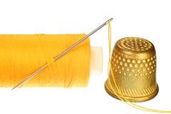 Ago, cilindro porta caratteri e una bobina del filetto. Immagine Stock Libera da Diritti