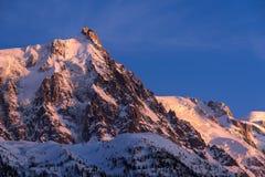 Ago di Aiguille du Midi al tramonto Chamonix-Mont-Blanc, Mont Blanc, Haute Savoie Immagini Stock