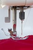 Ago di un primo piano della macchina per cucire Fotografia Stock