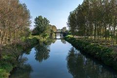 Agogna rzeka z mostem, Ceretto Lomellina (Włochy) Zdjęcia Stock