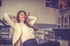 Agora eu posso relaxar Mulher de negócio - 2 imagens de stock royalty free