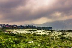 21 agosto 2014 - costa del lago Phewa in Pokhara, Nepal Fotografie Stock
