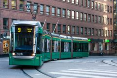 30 agosto 2016 finland Trasporto pubblico finlandese - tram verde fotografia stock