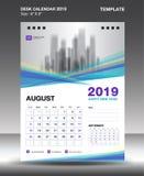 Agosto - plantilla 2019, vector del calendario de escritorio del diseño del aviador, disposición púrpura azul del concepto stock de ilustración
