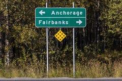 31 agosto 2016 - segnale stradale a Anchorage ed a Fairbanks, Alaska Fotografia Stock Libera da Diritti